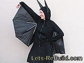 Make batgirl and bat costume yourself: yourself