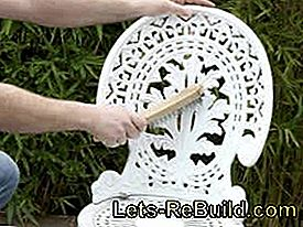 Paint and restore old metal garden furniture: restore