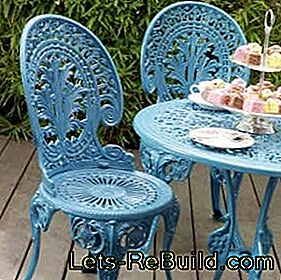 Paint and restore old metal garden furniture: paint