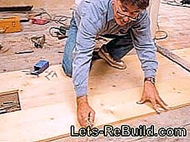 Renovating the board floor: Sand down and seal the wooden floorboards: down