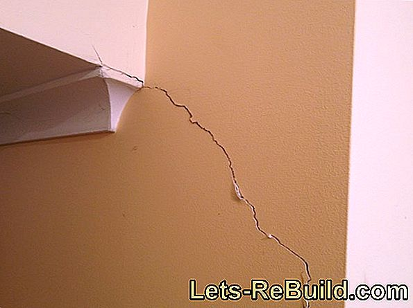Exterior plaster with fabric filling develops less tendency to crack