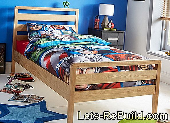 Paint wooden bed white - permanently romantic