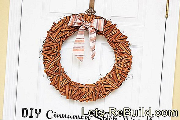 Make christmas door wreath out of pine cones yourself