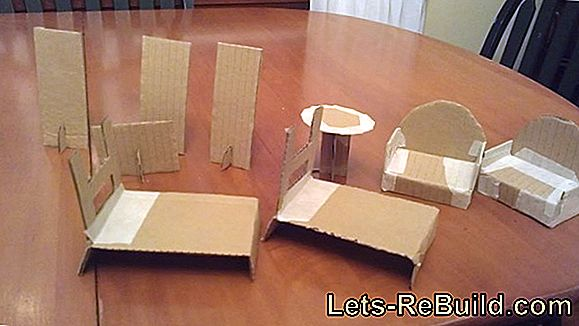 Build Dollhouse And Doll Furniture