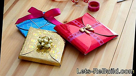 Pack gifts in a decorative way