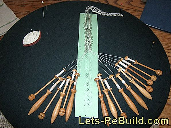 Bobbins: instructions and bobbin lace