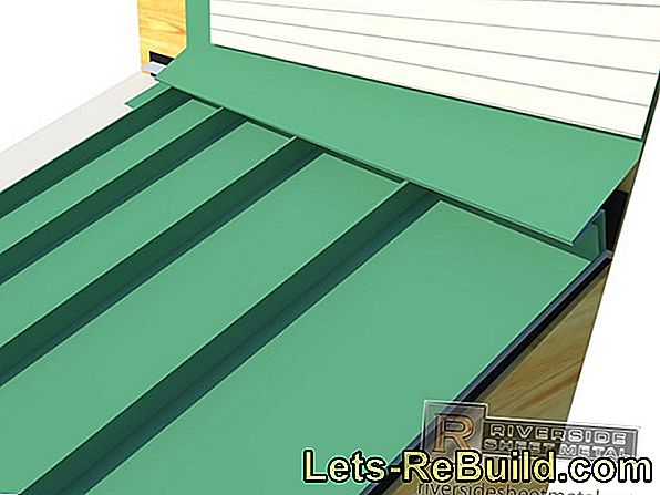 A eaves sheet on the flat roof is the transition between gutter and roofing