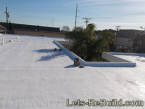 Flat roof with gravel brings double benefits