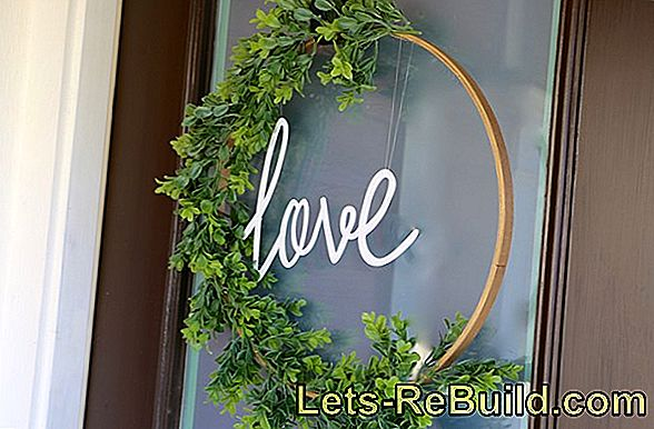 Make The Door Wreath Yourself And Make It Yourself