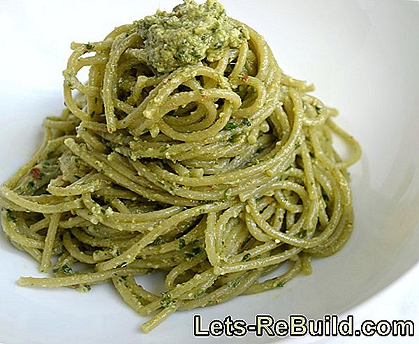 Basil: Dolce Vita With Pesto And Tomatoes