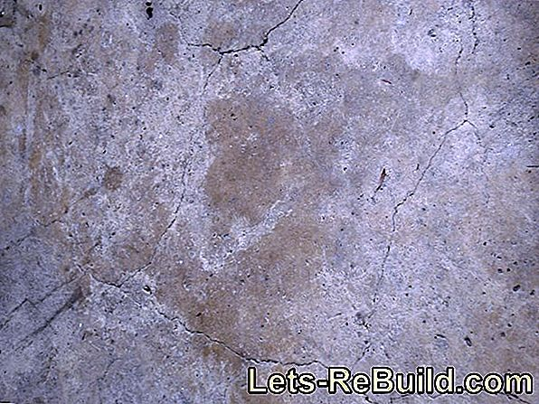 Repair cracks in the screed with casting resin