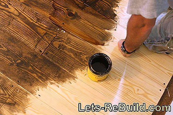 Renovating the board floor: Sand down and seal the wooden floorboards