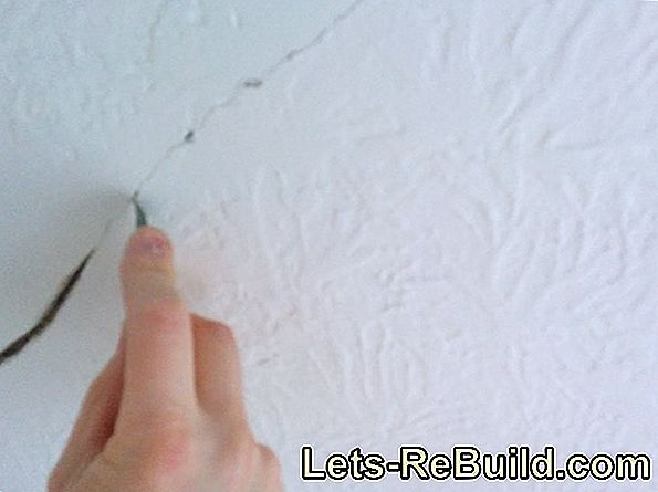 Correct cracks in the interior plaster properly