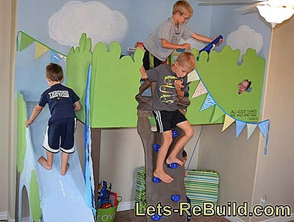 Build climbing wall according to instructions in four steps