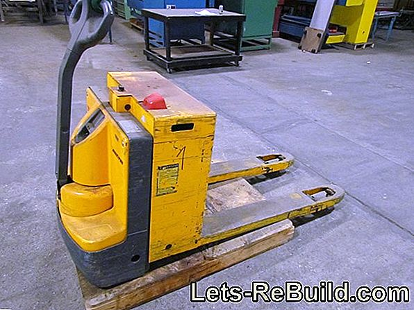 Pallet Truck Does Not Pump Up Anymore » Why Is It?