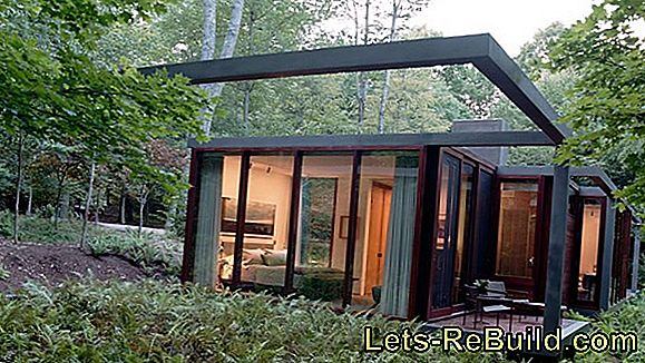 How should a prefabricated house be isolated?