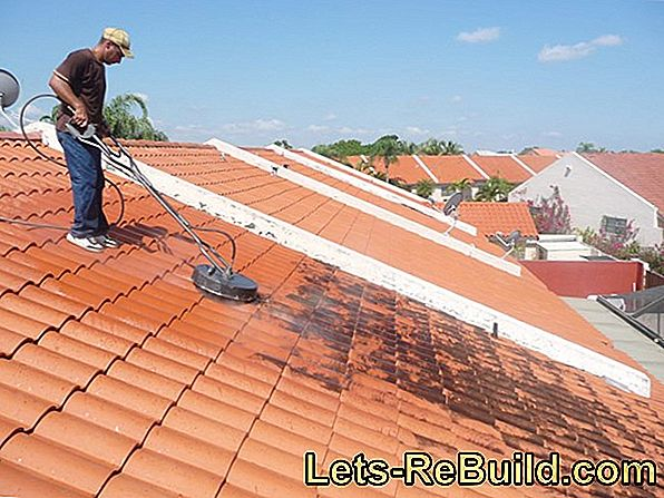 Cleaning roof tiles - this is how you clean your roof yourself