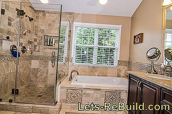 Elegant shower walls for the bathtub