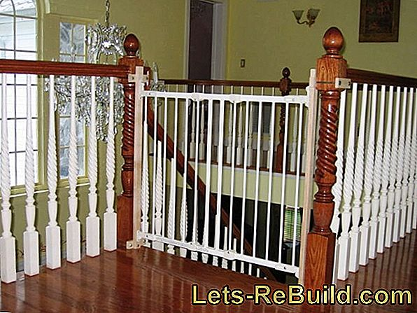 Stair gate without drilling